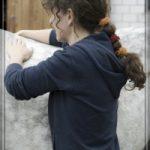 sybille moser behandelt ein pferd